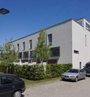 Moderne Reihenhäuser in Berlin am Medienhafen